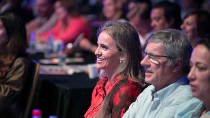 Público mirando una conferencia en Marketers